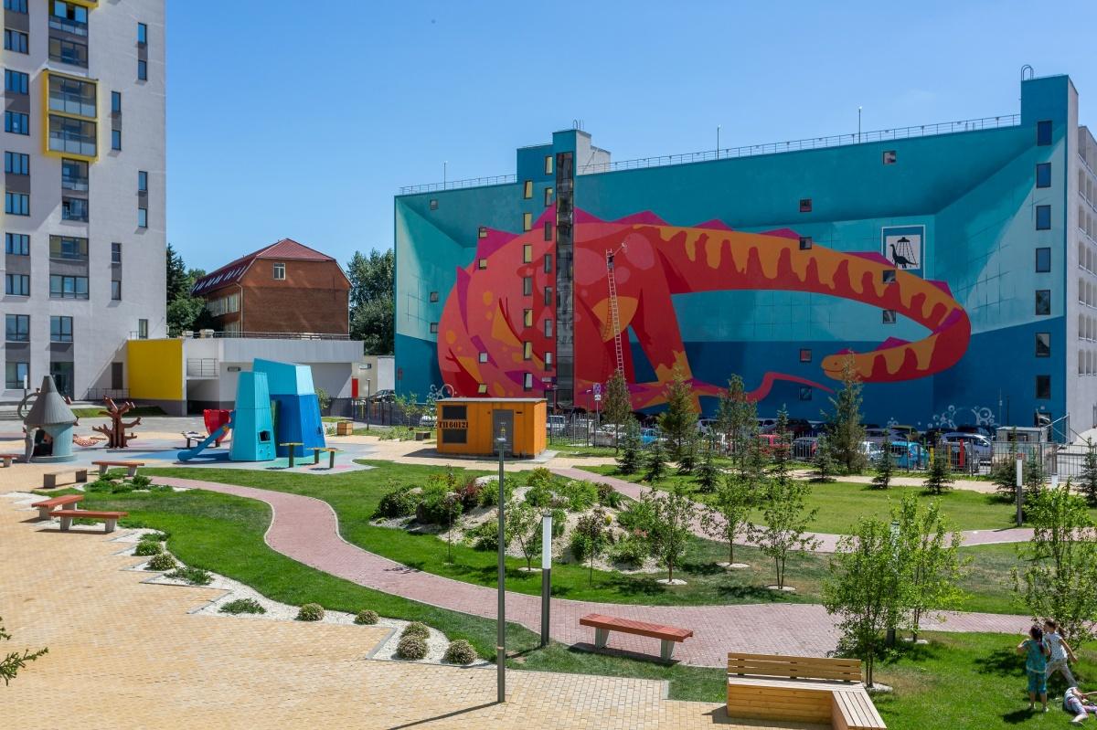 Центральную часть «Малевича» занимает солнечный двор площадью около 0,8 га со спортивными сооружениями и прогулочными зонами