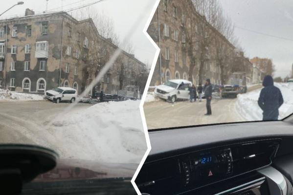 ДТП создало серьёзную пробку в районе улицы Залесского