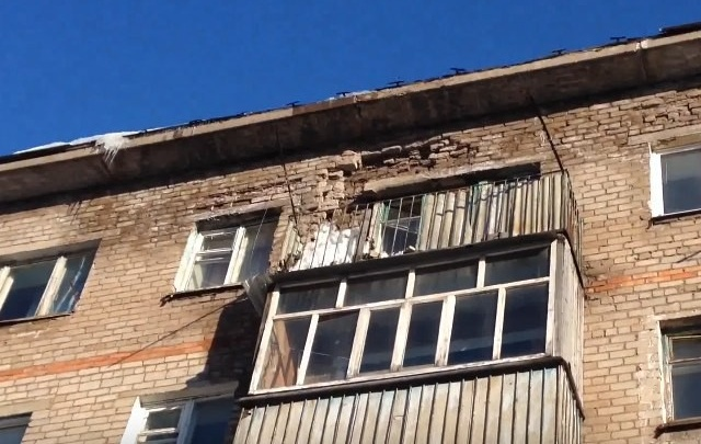 В Башкирии дом продолжает рассыпаться на глазах