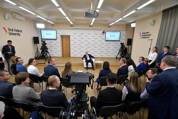 Путин встречался со студентами УрФУ 9 июля