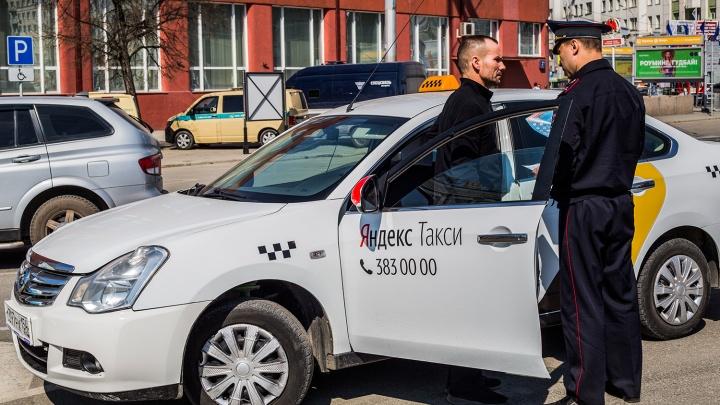 Автоинспекторы остановили на площади Ленина больше 50 таксистов