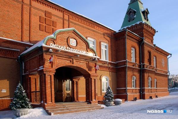 Теперь омские депутаты не смогут задать мэру письменный вопрос без одобрения коллег