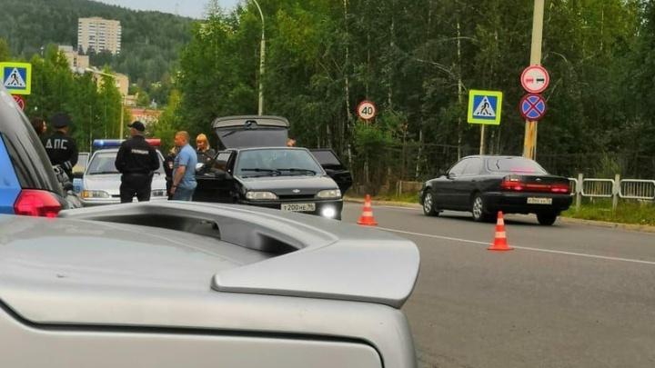 В Новоуральске сотрудники ГИБДД устроили погоню со стрельбой за водителем «четырнадцатой»