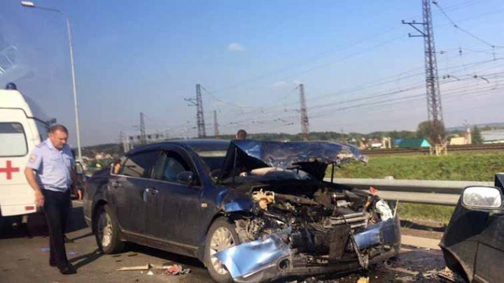 Неопытный водитель «Ниссана» попала в массовое ДТП на «встречке»