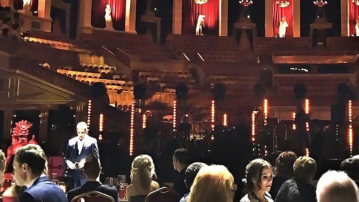 Бизнесмен устроил на главной сцене оперного театра банкет и концерт Леонида Агутина