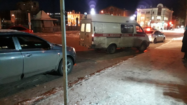 В Рыбинске автобус сбил двух школьниц на переходе: одна из девочек умерла