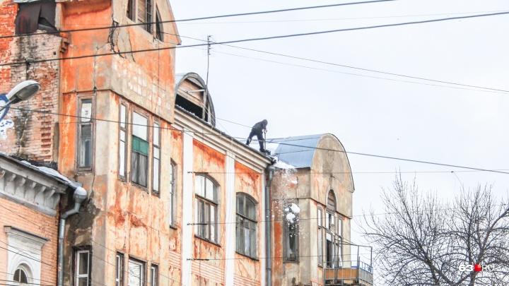 В Самаре сформировали 516 дежурных бригад для уборки крыш от снега и наледи