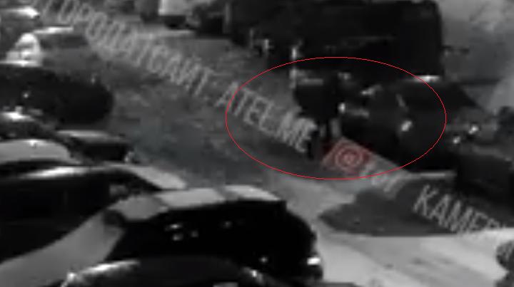 Облил, поджёг и убежал: пироман из Ярославской области попал на камеры видеонаблюдения