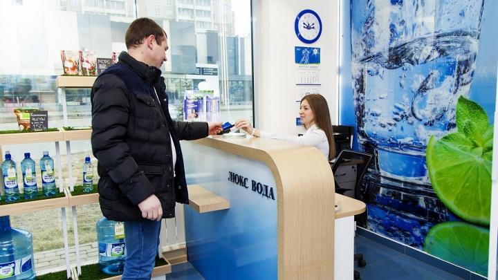 Мамы Челябинска бесплатно получат по 30 литров «Люкс Воды»