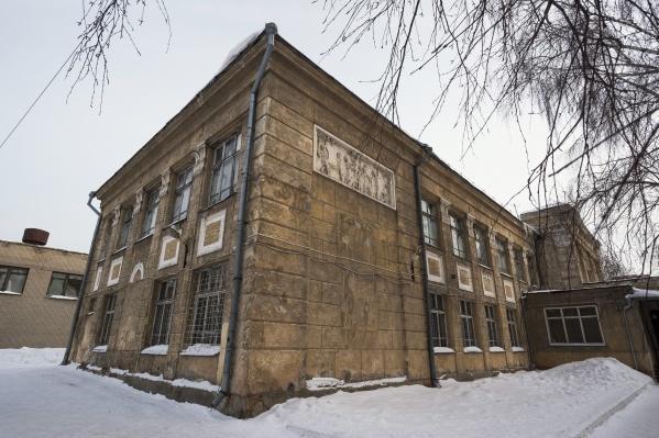 Новосибирские депутаты решили снести школу ещё в 2016 году