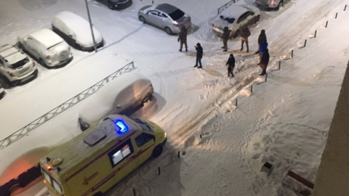 В Екатеринбурге таксист ударил ножом пассажира за то, что тот разлил пиво в салоне