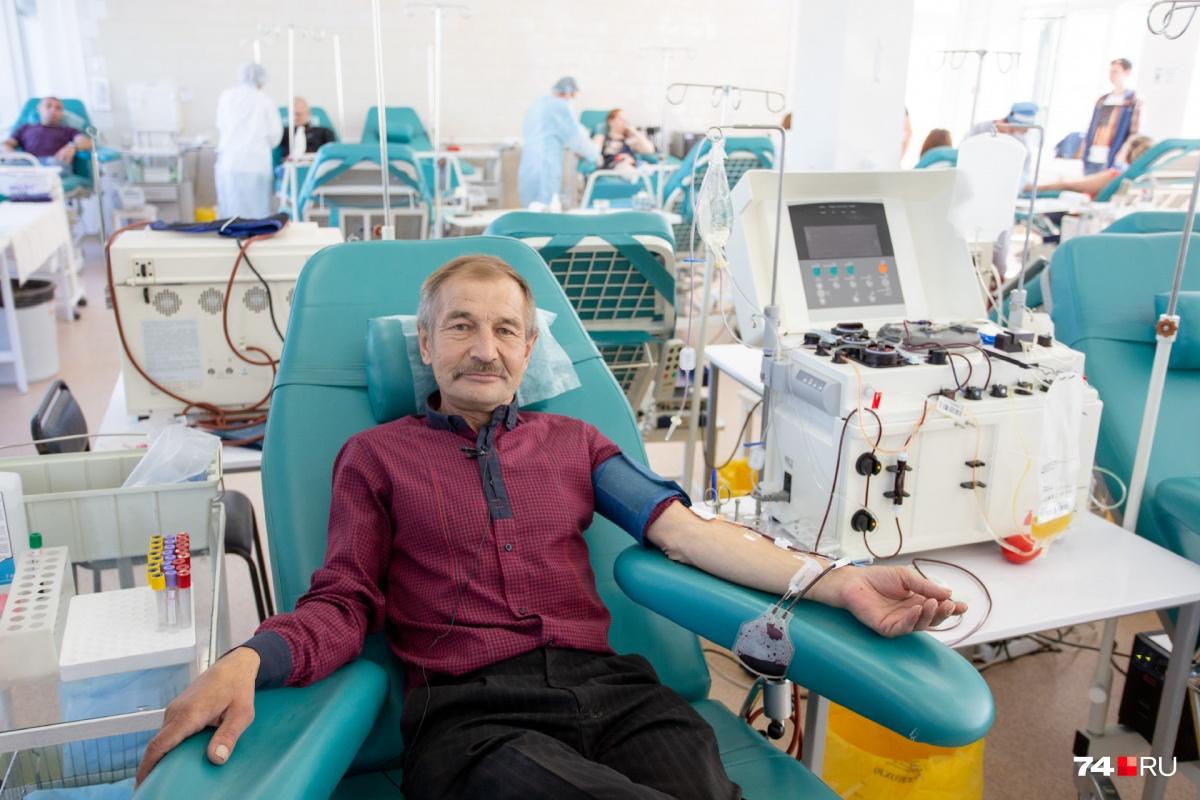 Офицер запаса Роман Юрьев на областную станцию переливания крови на улице Воровского, 68 ходит как на работу