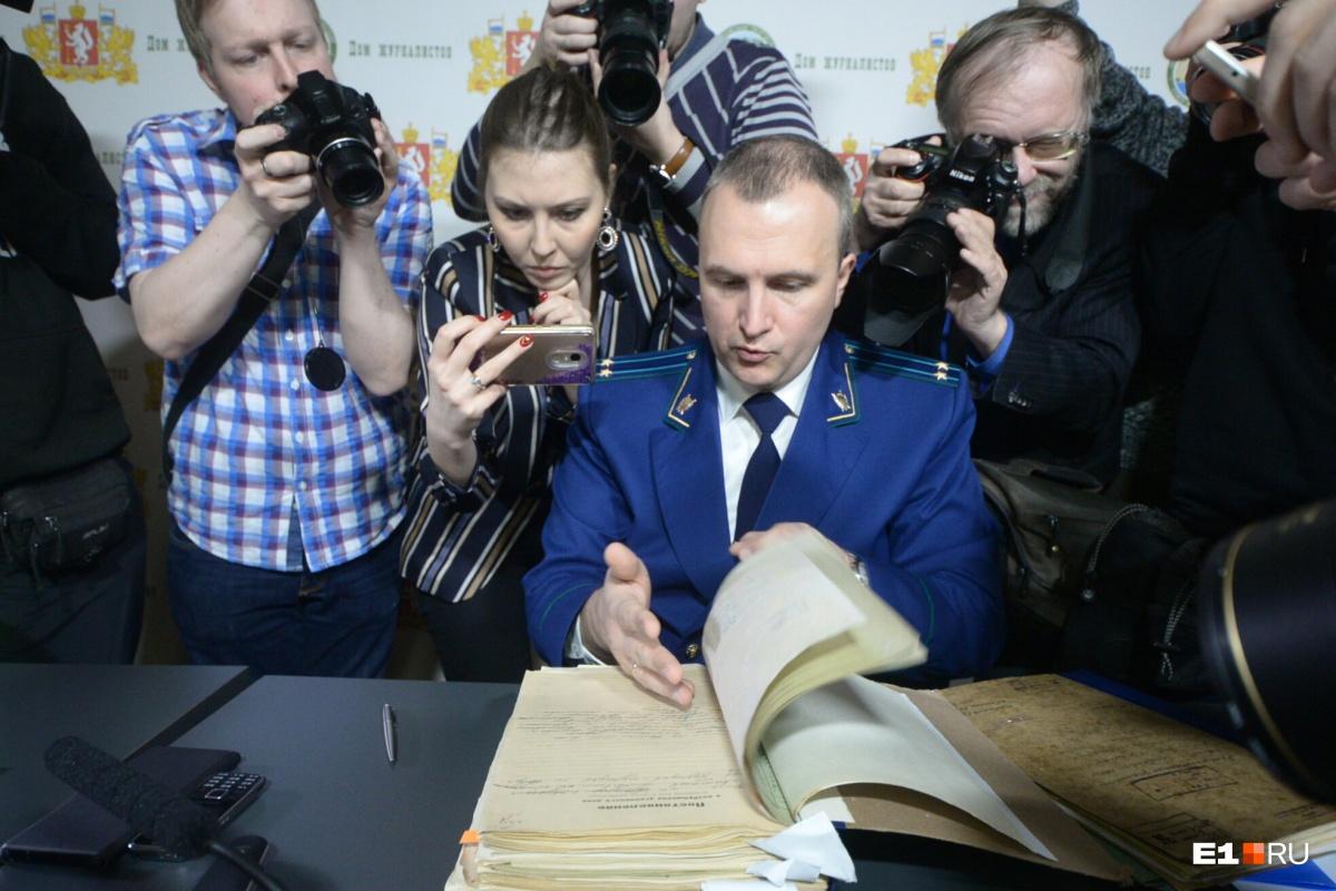 Представитель прокуратуры Свердловской области Андрей Курьяков сам поедет на перевал Дятлова, чтобы узнать, что там произошло