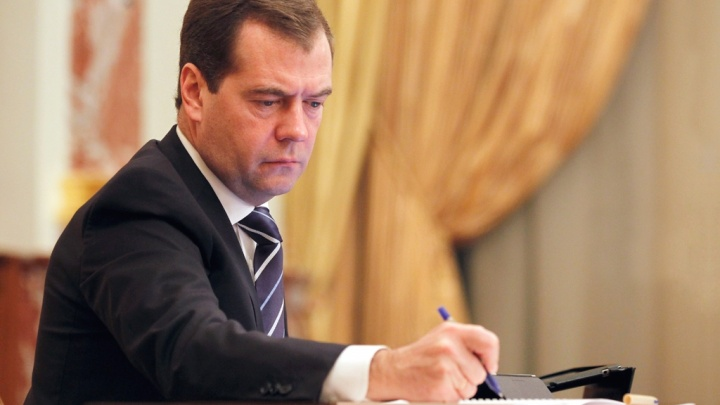 В два этапа: Медведев утвердил повышение коммунальных тарифов в следующем году