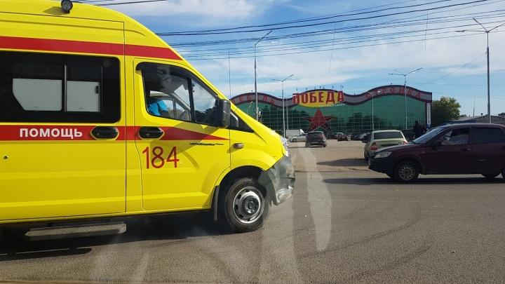 «Оставила вмятины»: в Самаре реанимационная машина скорой помощи столкнулась с легковушкой