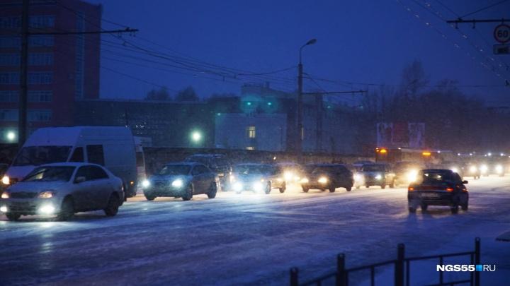 Непогода спровоцировала в Омске десятибалльные пробки