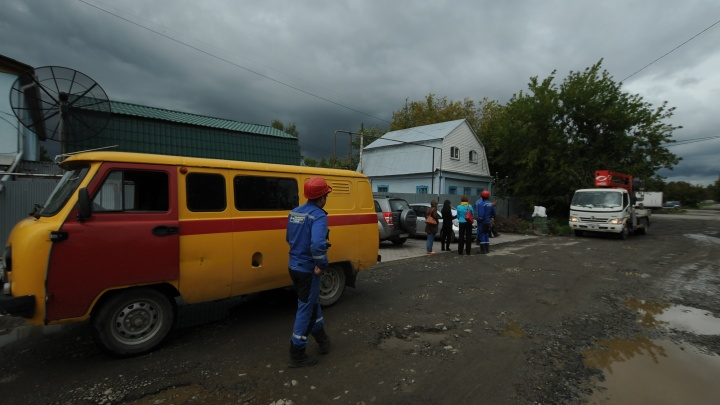 Свердловские энергетики после урагана вернули свет в дома 10 тысяч жителей