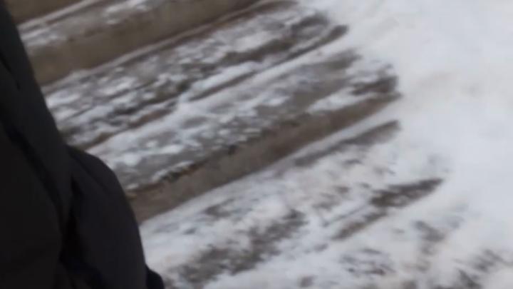 В Академгородке жители собирают деньги на ремонт лестницы