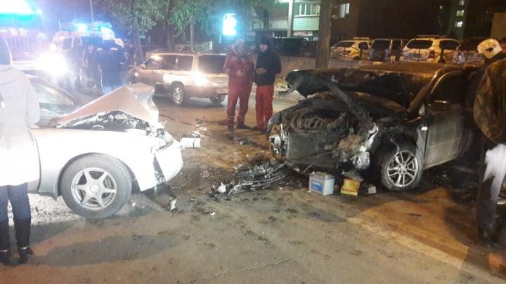 Жёсткая авария с тремя машинами затруднила проезд по Богаткова