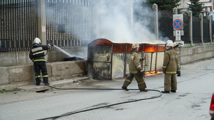 Пермяки заметили большой столб чёрного дыма на улице Суханова. Что произошло?