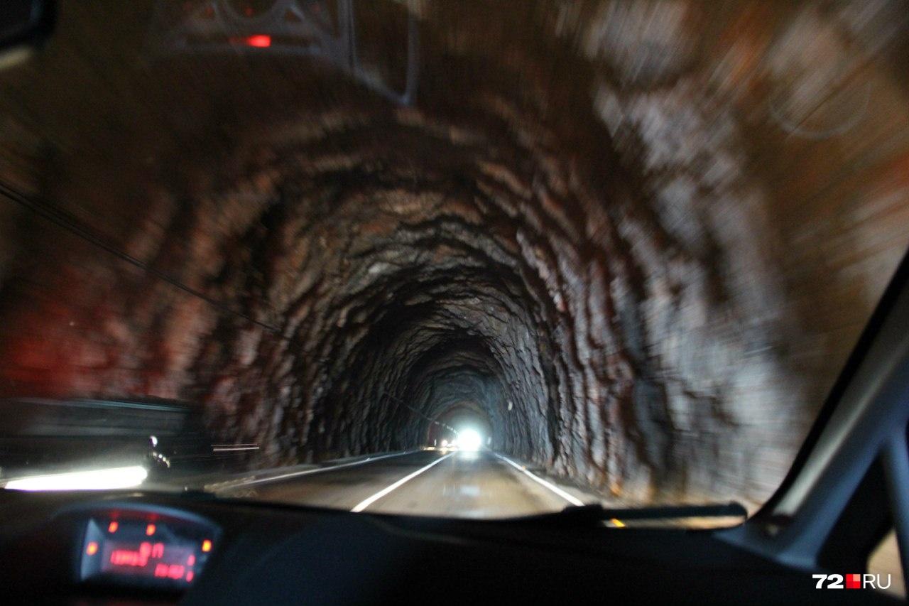 — Однажды нас остановил кипрский полицейский. Сказал: «Максимально разрешенная на этом участке скорость — 90 км/час, а вы едете на 15 км/час быстрее. Поэтому лучше сбавьте скорость, так безопаснее. Счастливого пути!» Штраф не выписал<br>