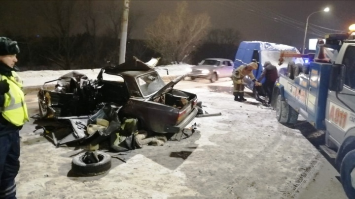 Автомобиль, в котором на Ленинградском мосту разбился омич, был в угоне