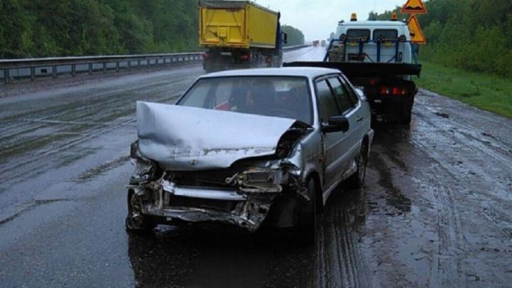 Водитель отечественного автомобиля на трассе Уфа–Оренбург въехал в ограждение