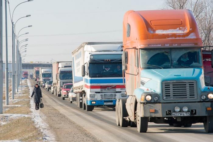 Ущерб дорогам от большегрузов оценили в 500 миллионов рублей