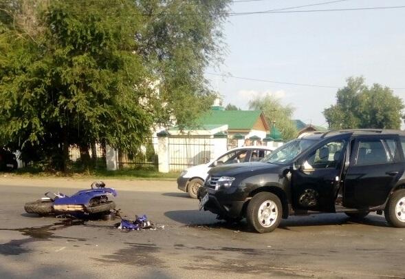 «Не пропустил»: в Самаре на 116-м километре столкнулись Renault Duster и мотоцикл