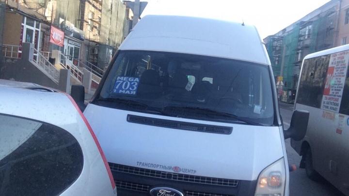 В Омске пострадали три пассажира маршрутки, ехавшей из «МЕГИ»