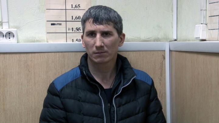 «Угрожал предметом, похожим на нож»: полиция Перми ищет пострадавших от уличного грабителя
