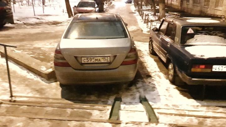 Короли парковки: пешеходы не пройдут!