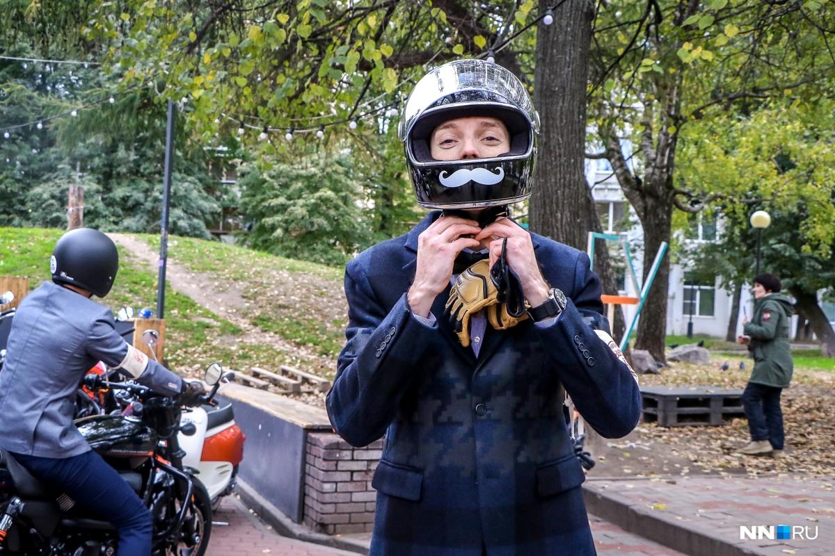 Организатор заезда джентльменов в Нижнем Новгороде подаёт хороший личный пример