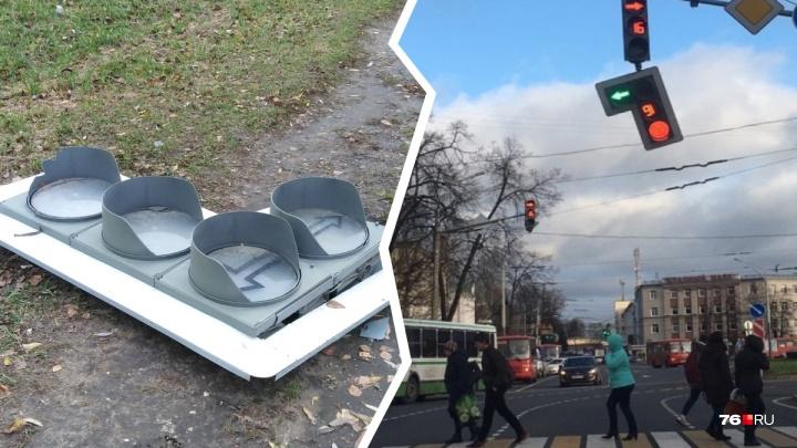 «Есть проблемы»: в Ярославле ураган оставил несколько перекрёстков без светофоров