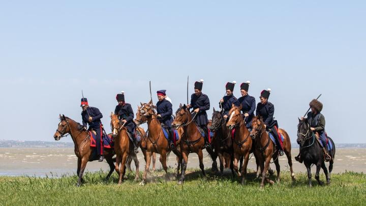 Реконструкция боев, регата и гонки на ялах: «Оборона Таганрога 1855 года» в фоторепортаже 161.RU