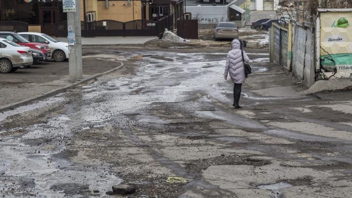 «Как после ковровой бомбардировки»: волгоградцы внесли на народную карту убитых дорог 60 отметок