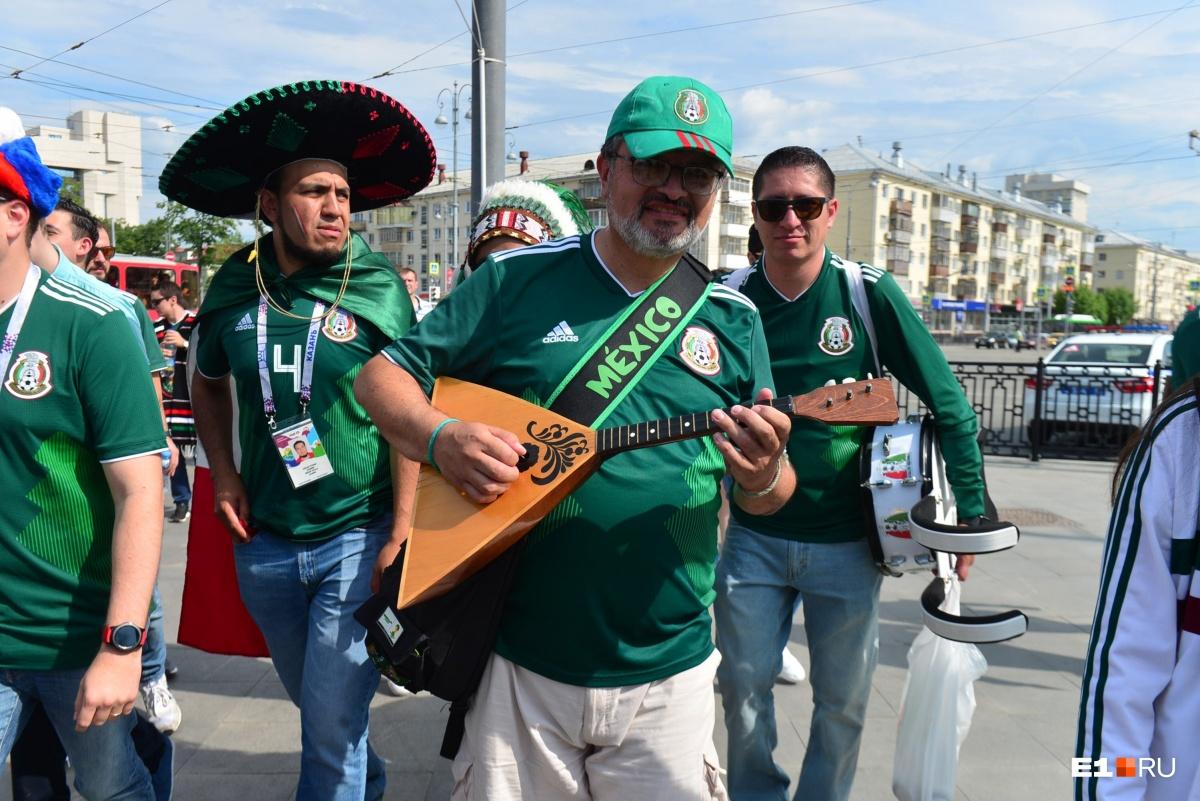 Мексиканцы успели приобщиться к русской культуре и освоили балалайку