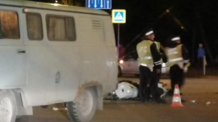 На Юго-Западе тяжело пострадал мотоциклист, врезавшийся в УАЗ