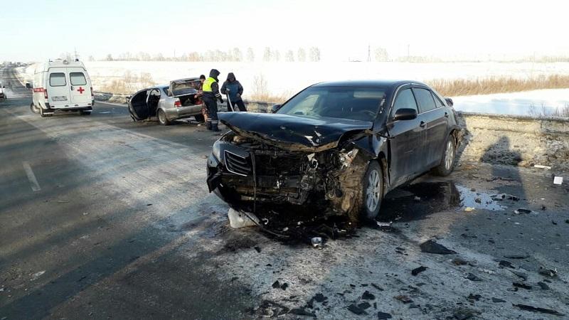 В аварии пострадали шесть человек из «Ниссана» и «Тойоты Камри»