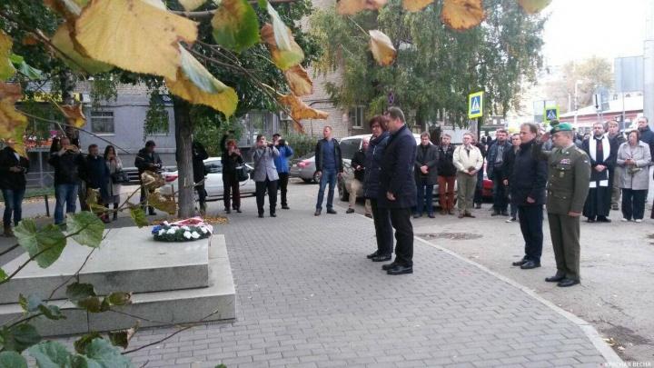 Посол Чехии возложил цветы на месте, где мог бы быть памятник белочехам в Самаре