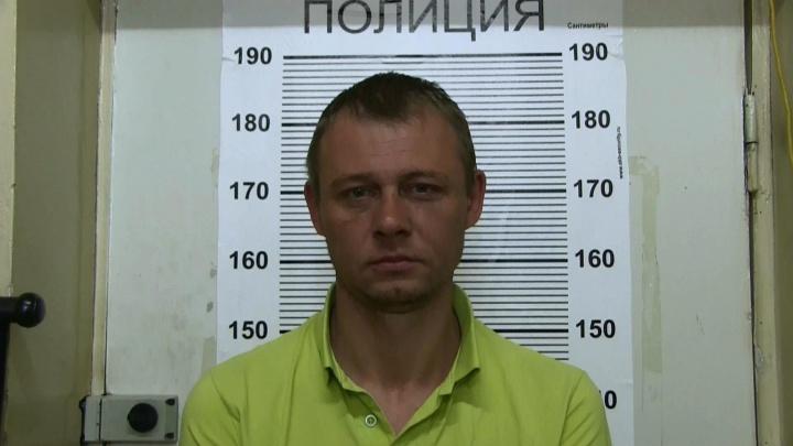 В Екатеринбурге задержали мужчину, который обчистил салон микрозаймов, пригрозив менеджеру заточкой
