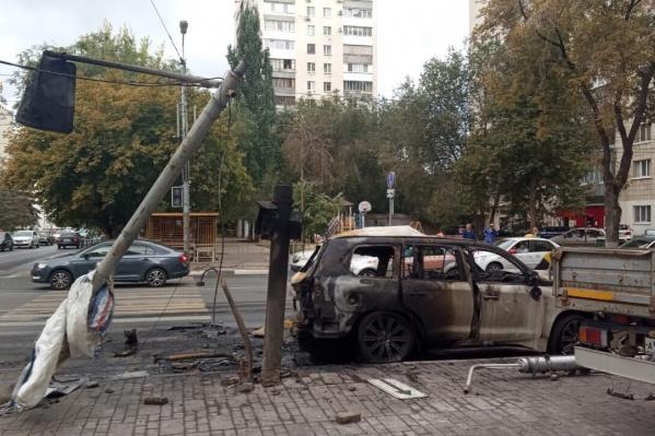 Машина выгорела практически дотла