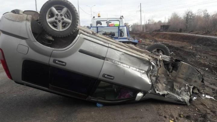 В Чапаевске пьяный водитель «десятки» перевернул «Ниссан» на дороге