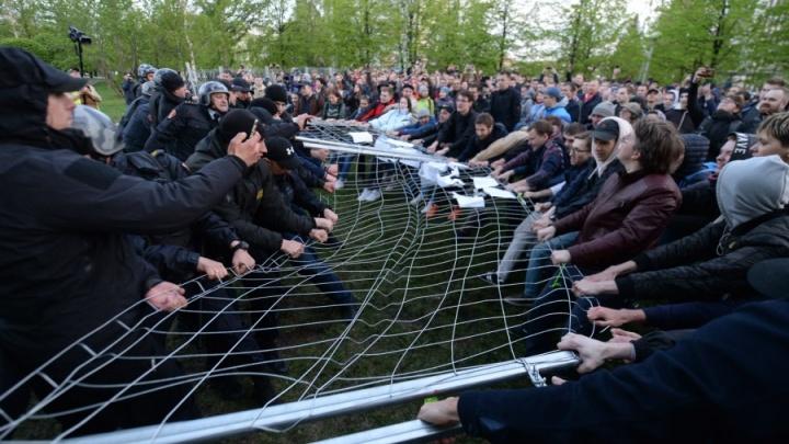 Цена свободы: забор вокруг сквера на Драме, который ломали и топили, оценили почти в миллион рублей