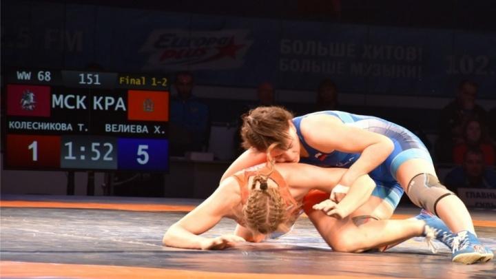 Мощные красноярские спортсменки завоевали 5 медалей на Кубке России по женской борьбе