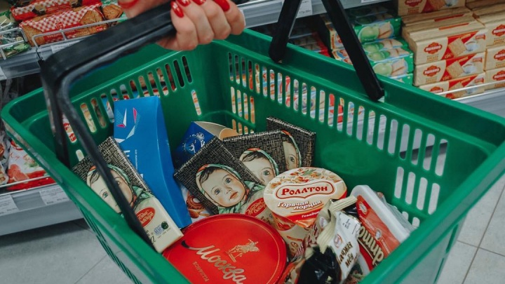 «Иностранцы без ума от наших сладостей»: что покупают в продуктовом магазине атлеты Универсиады