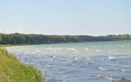В Щучанском районе мужчина хотел изменить дно и берега лечебного озера