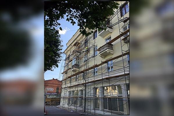 54 дома в центре Красноярска окрасят в новые утвержденные цвета
