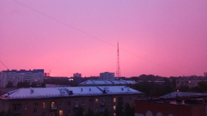 Новосибирцев восхитило малиновое небо над городом