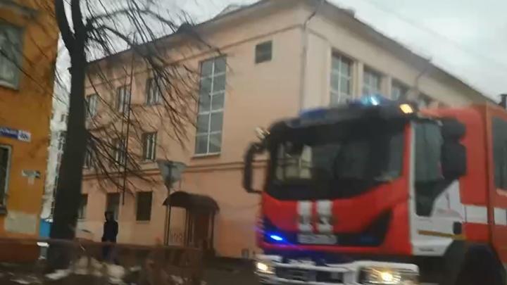 На сообщение о ЧП в студенческом общежитии в Ярославле примчались спасатели: что произошло